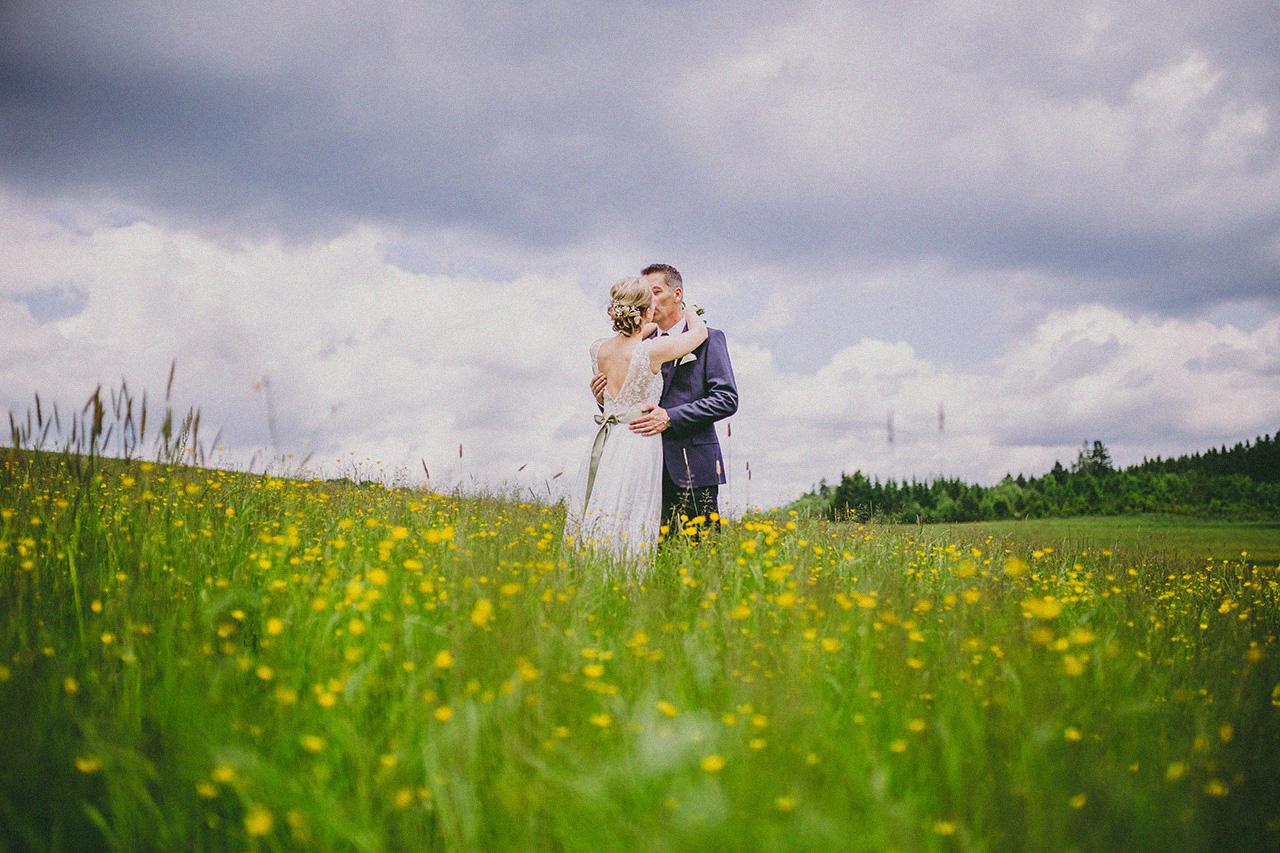 Ina und Jens Hochzeit Shooting Wiese