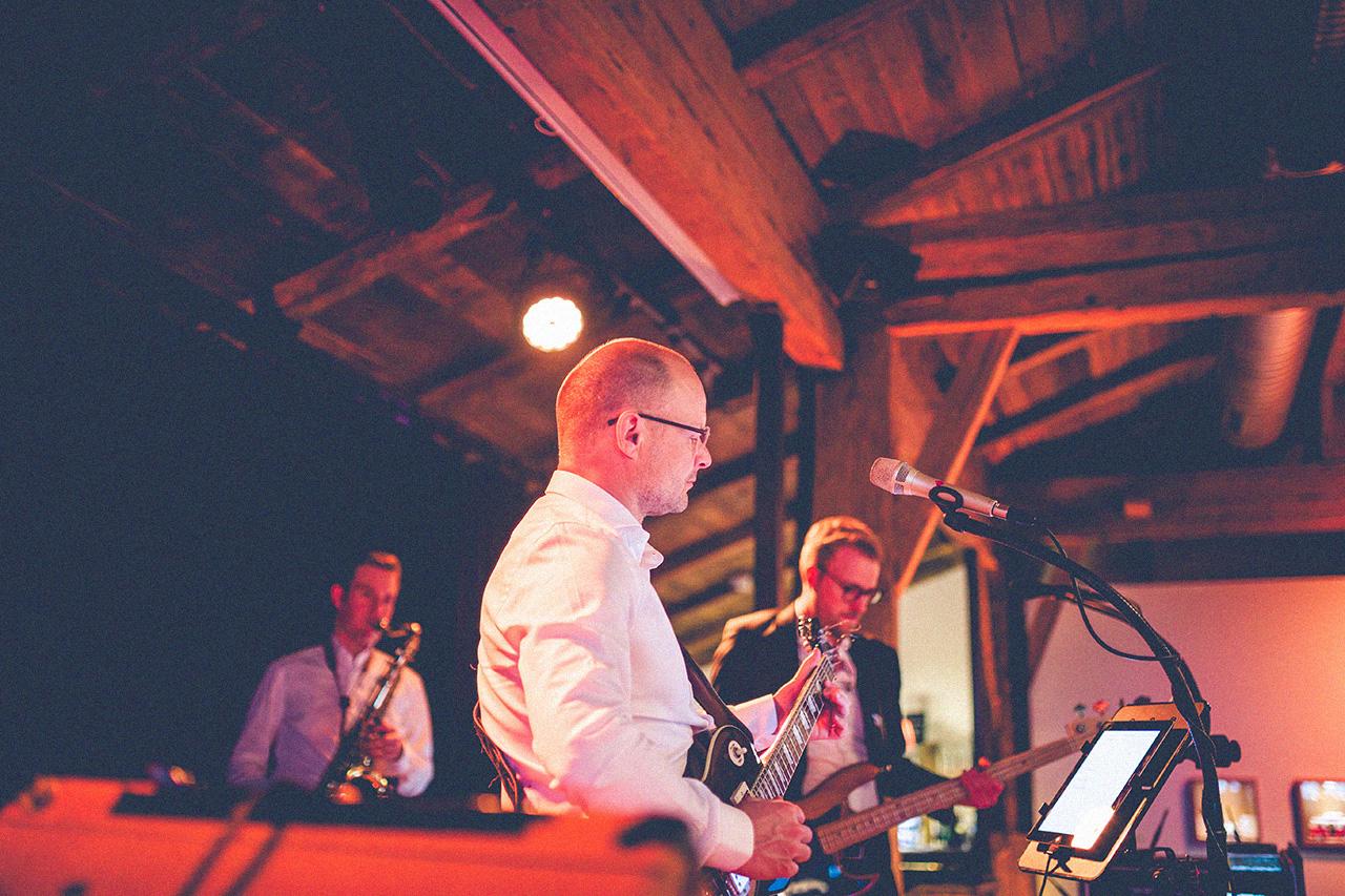 Ina und Jens Hochzeit Feier Band White